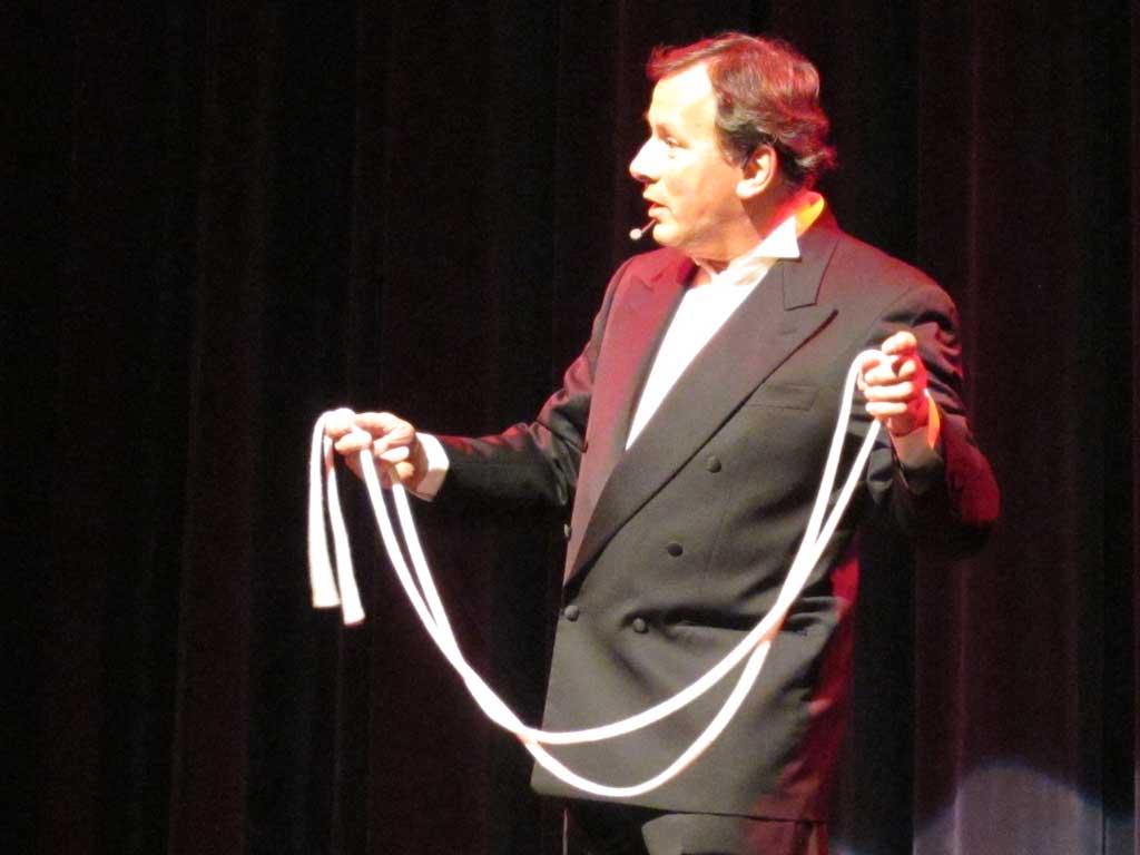 Francis Tabary,prestidigitateur et illusionniste, membre fondateur du Cercle Magique d'Alsace